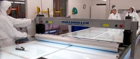 Lamination-on-glass-with-ROLLSROLLER.jpg