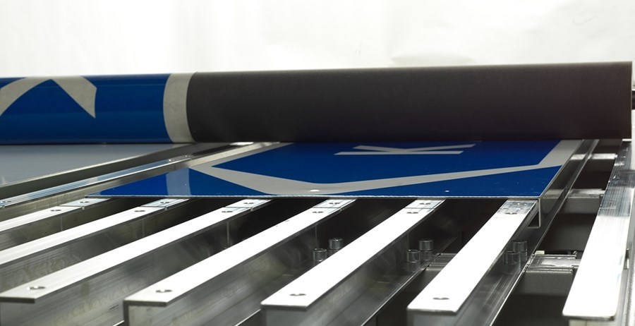 ROLLSROLLER Flatbed Applicator - Profile-bed-close-up.jpg